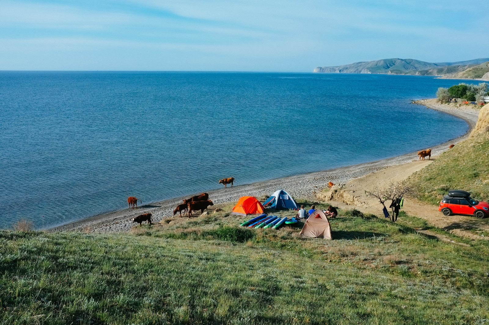 julia-karpacheva-paddleboarding-russia-black-sea-camp-site