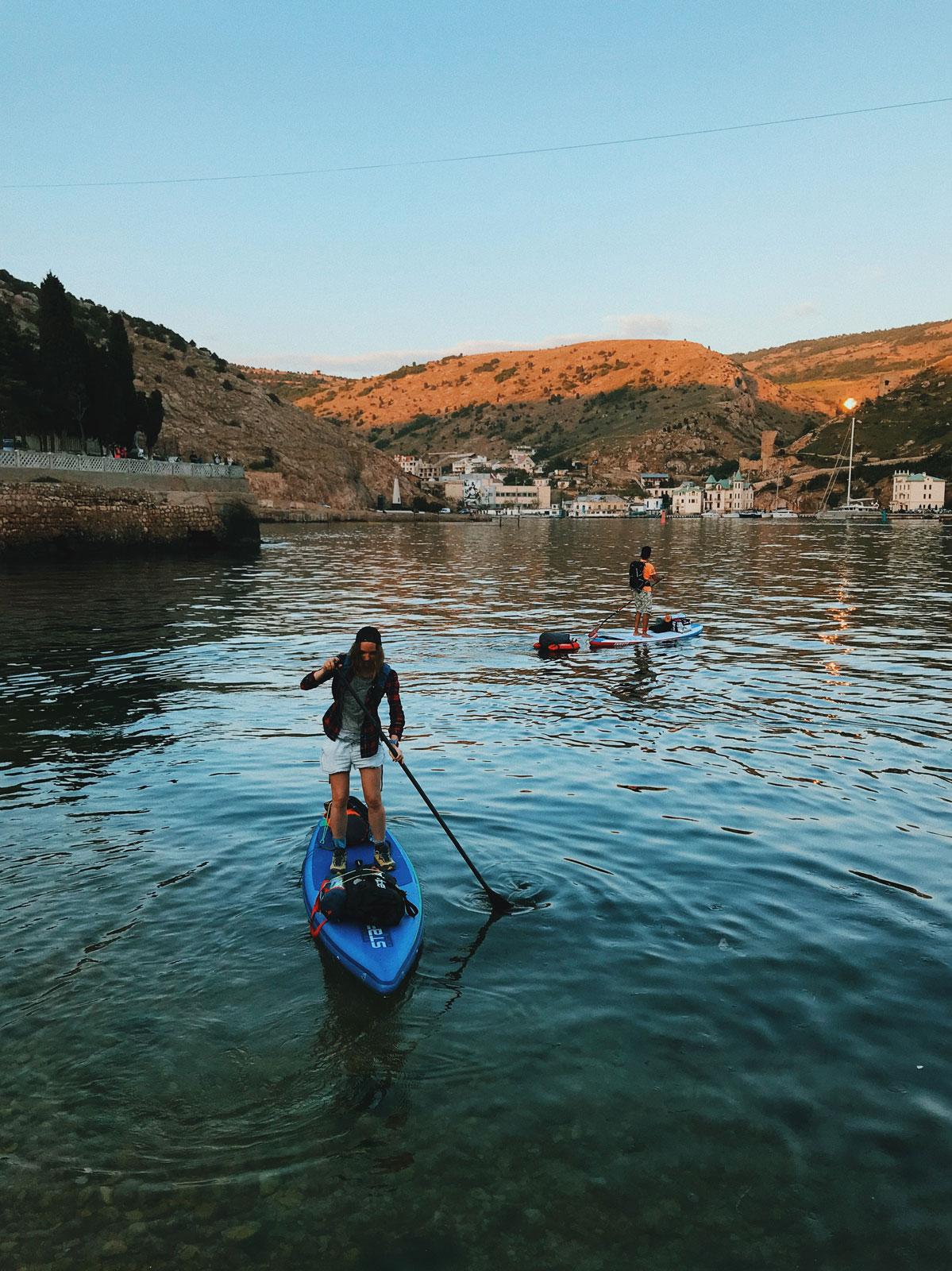 julia-karpacheva-paddleboarding-russia-black-sea-paddling