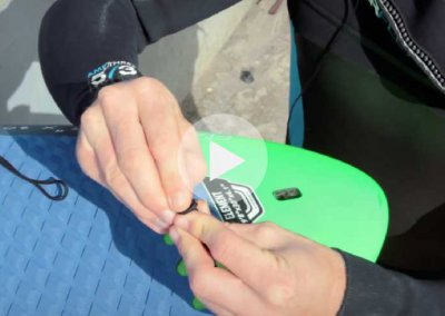 SUP TIPS – STRING AND LEASH – HOW TO PUT YOUR LEASH STRING AND LEASH ON YOUR SUP