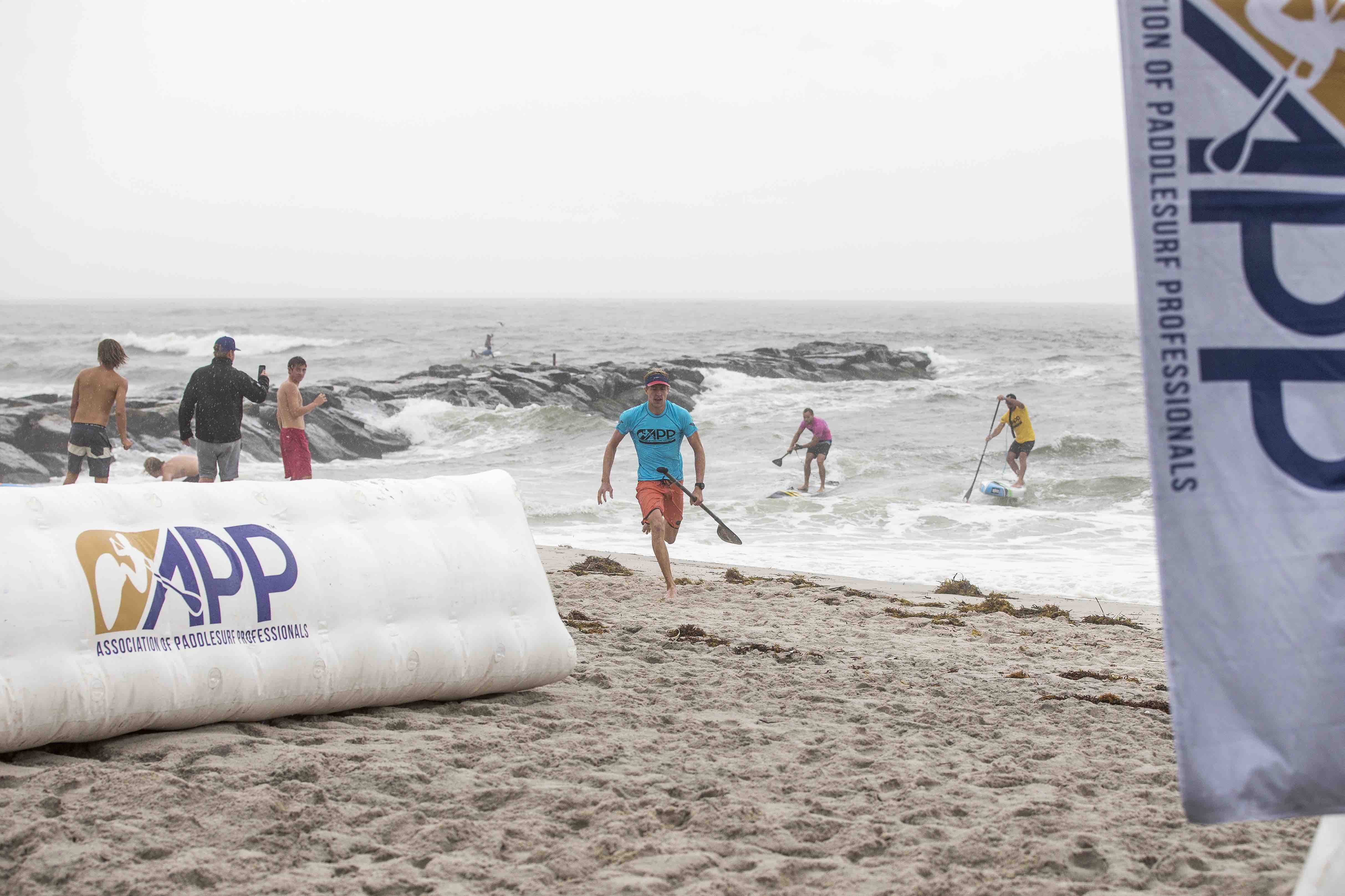 connor-baxter-back-app-2018-ny-sup-open-sprint-beach-race-finish-line