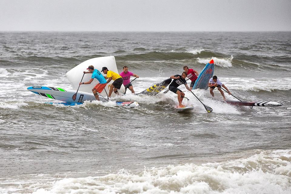 connor-baxter-back-app-2018-ny-sup-open-sprint-beach-race-Mens-Sprint-hammer-buoy-John-Carter