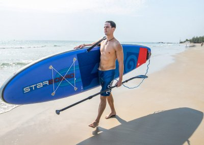 HOW TO CARRY YOUR SUP BOARD TO THE WATER
