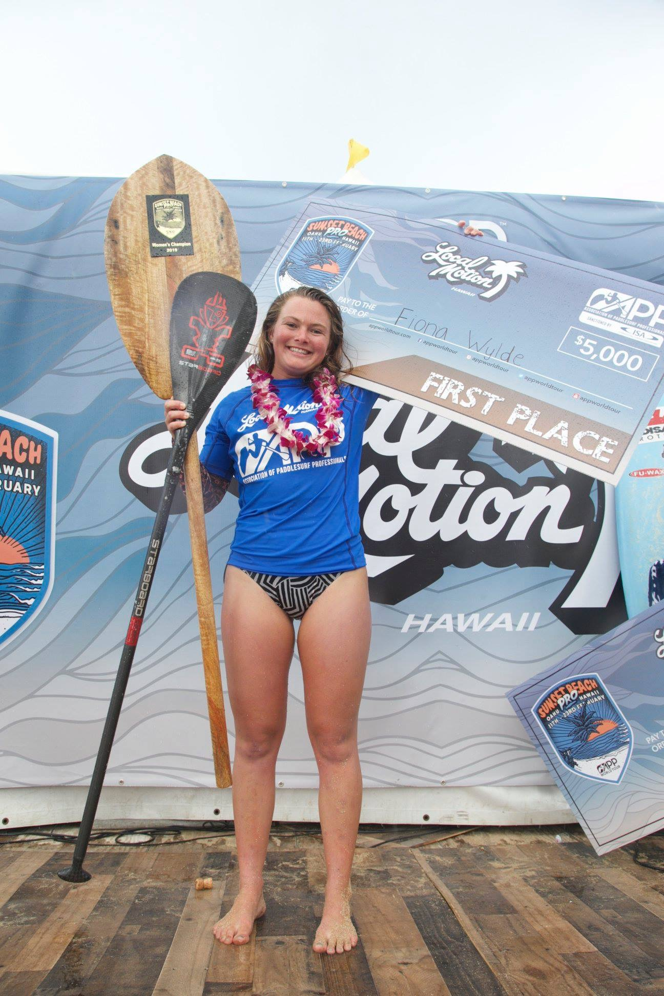Fiona-Wylde-Wins-APPs-2019-Sunset-Beach-Pro-fiona-giant-cheque
