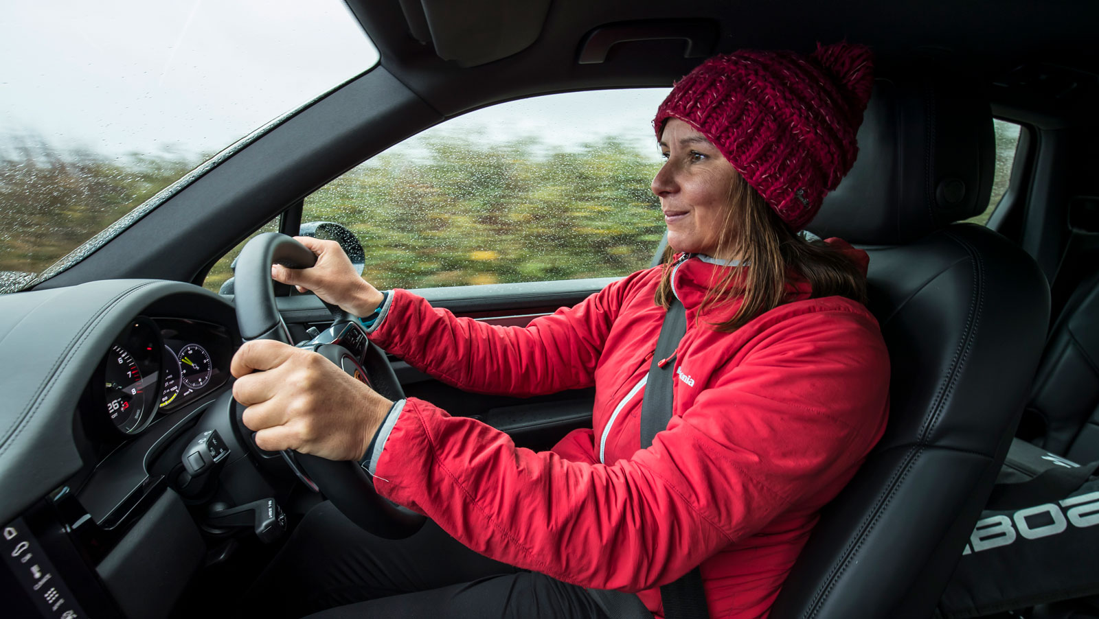 Starboard-SUP-Paddle-board-Ocean-Ambassador-Cleaning-Up-with-with-Eco-Warrior-Sian-Sykes-Porsche-Cayenne-E-Hybrid-driving