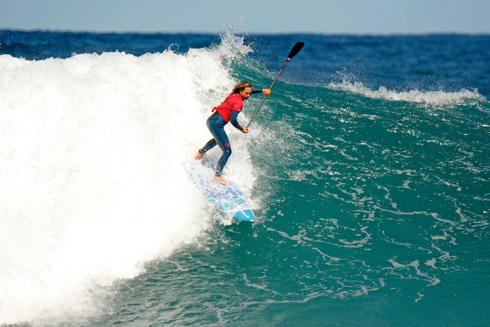 Starboard-SUP-Stand-Up-Paddle-surf-Shakira-Westdorp-Wins-2019-Rottnest-Island-SUP-Classic-Credits-Majeks-dropping-in-wave